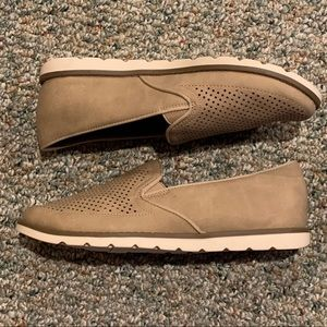 NWOT Natural Soul All-Thru Comfort Tan Shoes 7
